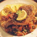 Курица в панировке с соусом из помидоров и анчоусов