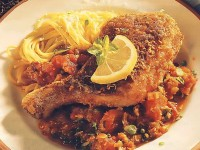 Курица в панировке с соусом