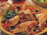 Обжаренная курица с салями и овощами