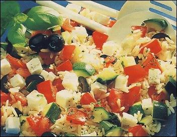 Салат из цуккини, риса и брынзы
