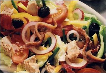 Салат из рыбы с маслинами