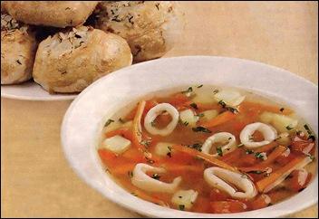 Суп из кальмаров и рыбные расстегаи